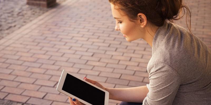 Otroke je treba čim prej poučiti o varni rabi interneta